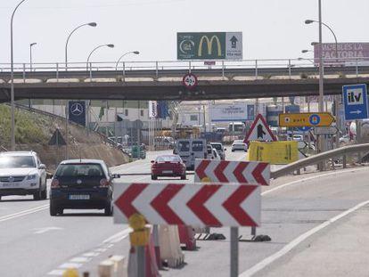 El puente que une Castellón, Vila-real y Almassora, cerrado al tráfico desde hace un mes.