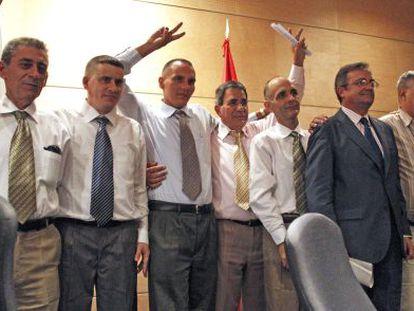 Los primeros presos cubanos, en su llegada a Madrid, en julio de 2010
