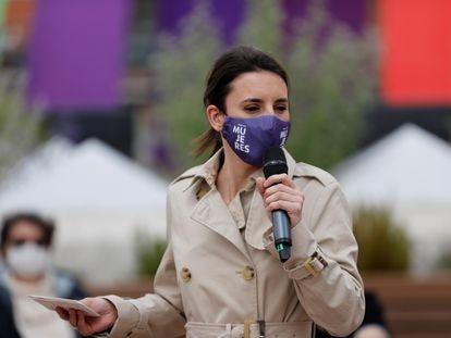 La ministra de Igualdad, Irene Montero, en un acto de precampaña de Podemos en Madrid el 16 de abril.