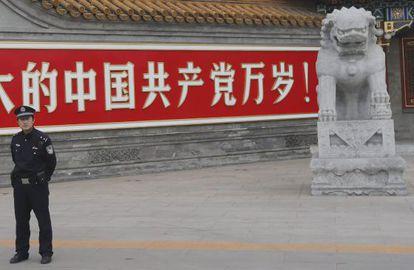 Pancarta que dice 'Larga vida al partido comunista' en Pekín.