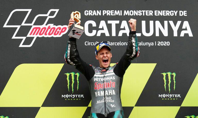 Fabio Quartararo celebra la victoria en el gran premio de Cataluña.