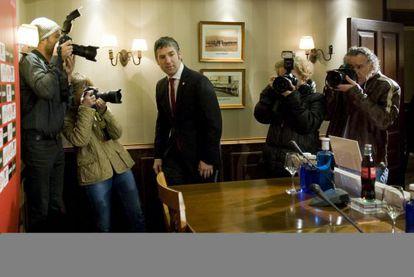 Josu Urrutia, antes de la rueda de prensa en Ibaigane.