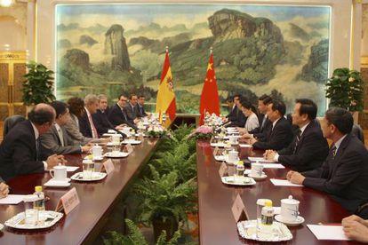Delegación parlamentaria española reunida con el presidente chino en Pekín.