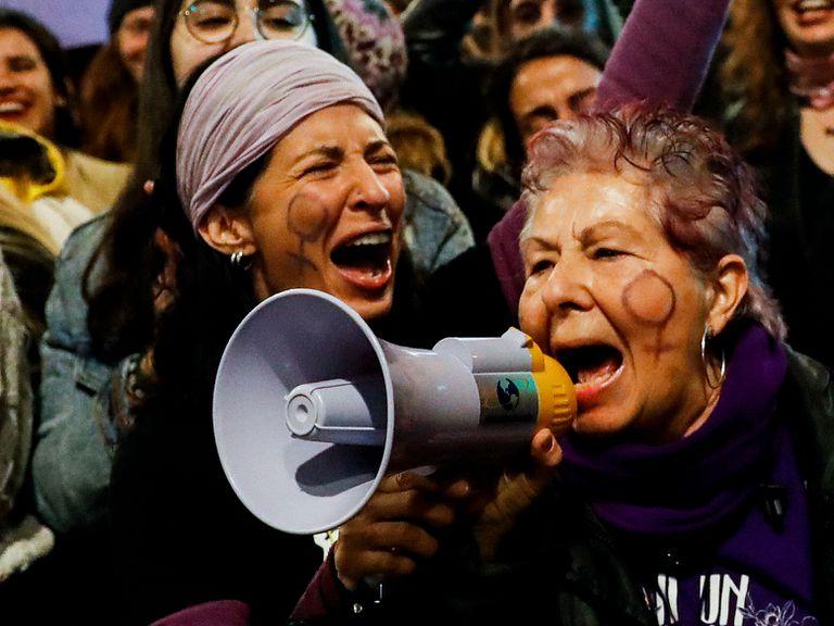 Varias mujeres participan en la manifestación del 8-M, este año en Madrid.