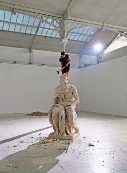 'Habla' (2008), vídeo de Cristina Lucas.