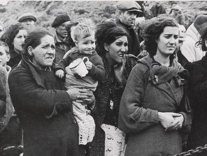Refugiados españoles en el campo de concentración de Argelès-sur-Mer (Francia), en 1939.
