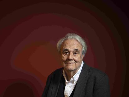 Manuel Gutiérrez Aragón, en su casa de Madrid a principios de febrero.