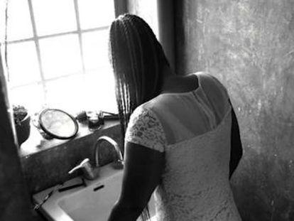 Un cortometraje dirigido por Mabel Lozano pone el foco en el uso de la supersticiones para obligar a mujeres a ejercer la prostitución