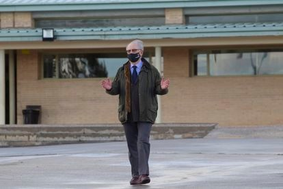 Rodrigo Rato abandona el centro penitenciario de Soto del Real, este viernes.