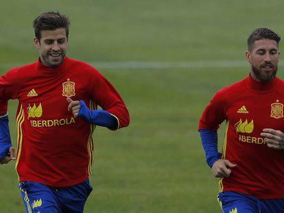 Piqué y Ramos, durante un entrenamiento