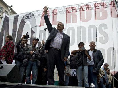 El excandidato presidencial de la izquierda mexicana durante el mitin de este domingo en DF.