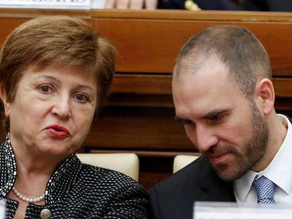 La directora ejecutiva del FMI, Kristalina Georgieva, y el ministro de Economía argentino, Martín Guzman, a principios de febrero, durante congreso sobre economía solidaria organizado por el Vaticano.