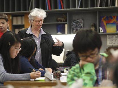 Alumnos en una clase de arte en el colegio Victoria Park de Toronto.