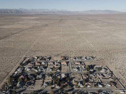 Área habitada de California City, en medio de millares de calles vacías enel desierto. |