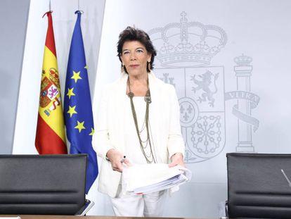 Isabel Celaá, comparece tras el Consejo de Ministros.