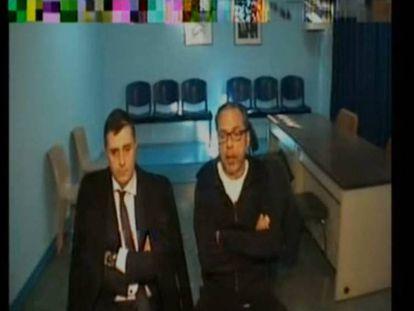 Álvaro Pérez, 'El Bigotes', a la derecha, declara desde prisión en la comisión del 'caso Taula' de las Cortes Valencianas.