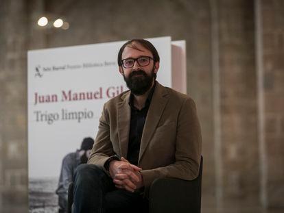 """Juan Manuel Gil, Premio Biblioteca Breve con su libro """"Trigo Limpio"""" de la Editorial Seix Barral."""