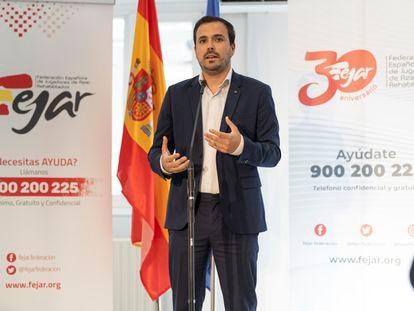 El ministro de consumo, Alberto Garzón, en la sede de Fejar este lunes (Federación Española de Jugadores de Azar Rehabilitados).