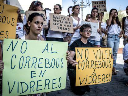 Protesta Asociación Girona Animalista (AGA) por el encierro de vaquillas de Vidreres.