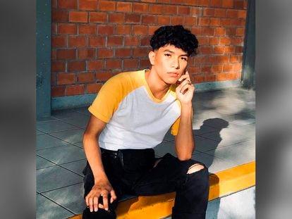 Jonathan Santos, de 18 años, el joven estudiante que fue encontrado muerto en una carretera de Jalisco con un disparo en la cabeza.