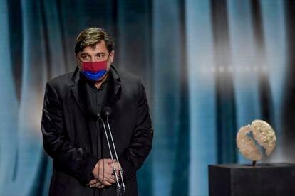 Hovik Keuchkerian, al pedir un momento de silencio por las víctimas de la covid-19 en los premios Forqué.