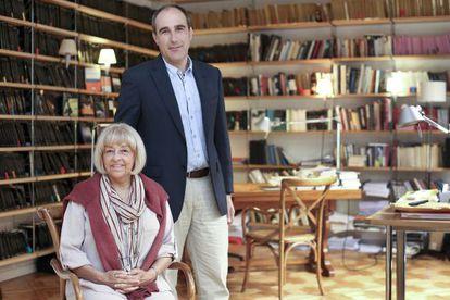 Beatriz de Moura, editora de Tusquets, con Juan Cerezo, que le sucederá en el cargo. Barcelona