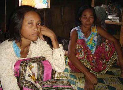 Según el psicólogo español que trata a la joven camboyana ésta ha experimentado una mejoría al mostrar interés por la televisión o por fotografías que el especialista le enseña.