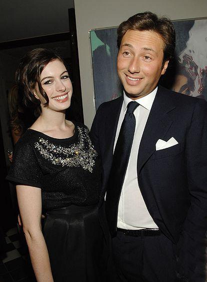 La actriz Anne Hathaway, con el galán Raffaello Follieri en diciembre de 2007.