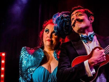 Cristina García Borrás y Jango Edwards interpretando 'Black&Blues' en La Gleva Teatre de Barcelona.