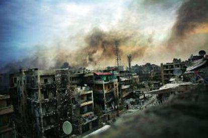 Vista de varios edificios destruidos en el distrito de Saif al Dawle, en la ciudad de Alepo (Siria), bombardeada por el régimen de Bachar el Asad.