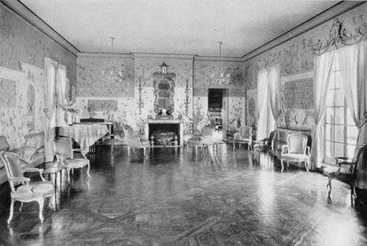 Salón de fiestas en el ático de Condé Montrose Nast, fundador de la editorial Condé Nast, en Nueva York, decorado por Elsie de Wolfe con papel de pared Chien-Lung del siglo XVIII (1928). |