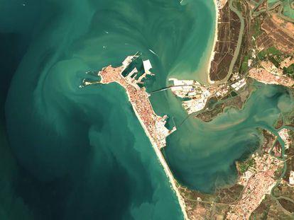 Imagen de la bahía de Cádiz procedente del 'Sentinel' y tratada por la investigadora del CSIC Isabel Caballero para el análisis costero.