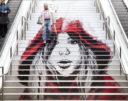 Una de las escaleras del metro intervenidas artísticamente por SWAB.