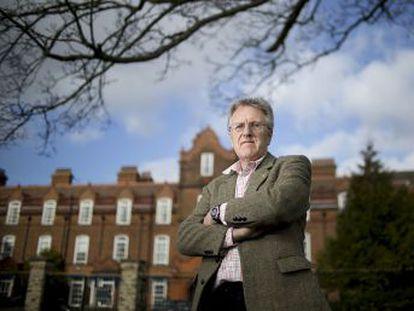 Neil Mercer, director del centro de Oratoria de Cambridge, cree que hablar bien en público debe tener el mismo peso que las matemáticas en las escuelas