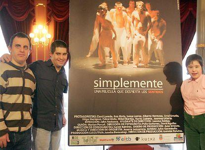 Mikel, Alberto y Ana, tres de los miembros de la compañía Despertar los Sentidos, en el Teatro Arriaga.