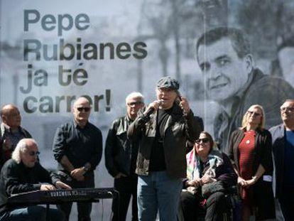 Un acto con Serrat, Colau y Orella, entre otros, bautiza la calle del actor en la Barceloneta