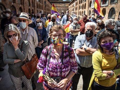 Acto de homenaje al rector de la Universitat de València Joan Peset Aleixandre con motivo de su 80 aniversario de su fusilamiento, en el cementerio de Valencia.
