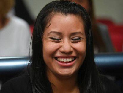 Evelyn Hernández, al ser absuelta del delito de homicidio tras haber abortado en El Salvador.