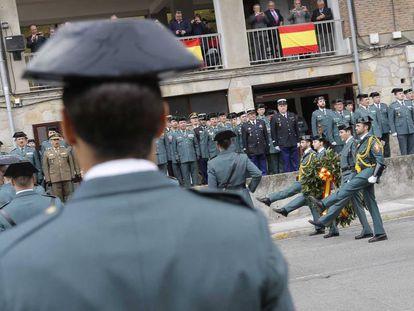 Desfile de la Guardia Civil con motivo de la toma de posesión del nuevo jefe de la Comandancia de Intxaurrondo.