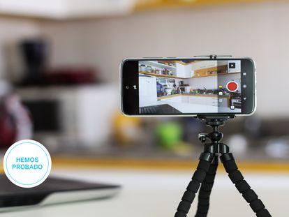 Ponemos a prueba los mejores palos 'selfie' con trípode para el móvil y control remoto por Bluetooth.
