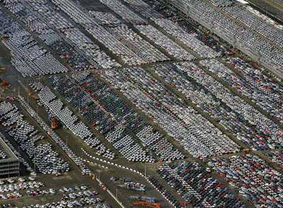 La terminal de coches del puerto de Rotterdam, donde miles de vehículos nuevos esperan comprador. Está tomada el 13 de febrero, día en que Holanda entró oficialmente en recisión