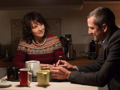 Juliette Binoche y Guillaume Canet, en 'Dobles vidas'