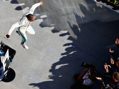 Hamilton, tras imponerse en el GP de Hungría.