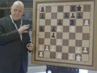 El actual director general de la FIDE sacrifica dos piezas en un ataque de enorme brillantez