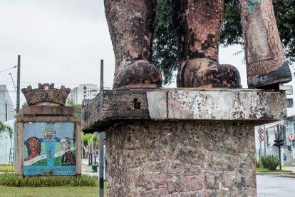 Obra del escultor paulista Júlio Guerra, construida entre 1957 y 1963.