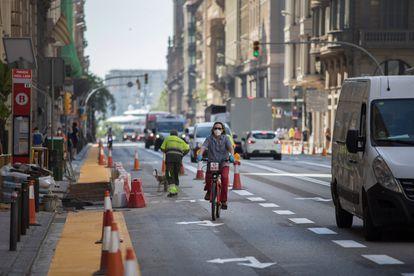 Obras en Via Laietana del nuevo carril bici.