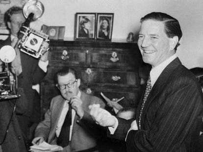 Kim Philby en una rueda de prensa en Londres en 1955 en la que, con gran sangre fría, negó estar al servicio del KGB.