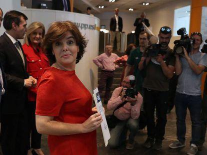 Soraya Sáenz de Santamaría, durante la presentación de avales, hoy en la sede del partido en Madrid.
