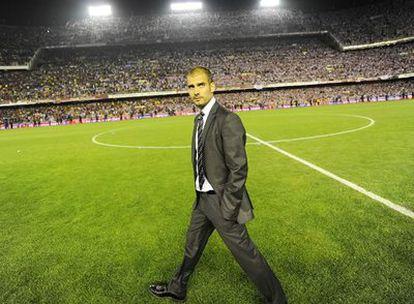 El entrenador del Barcelona pasea por el campo el día en que su equipo se proclamó campeón de Copa.