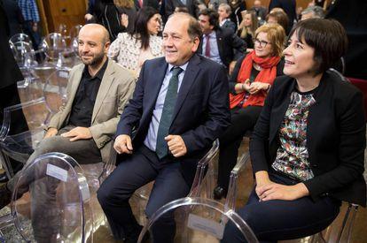Los portavoces de la oposición, Villares, Leiceaga y Pontón, durante el acto de investidura de Feijóo el año pasado.